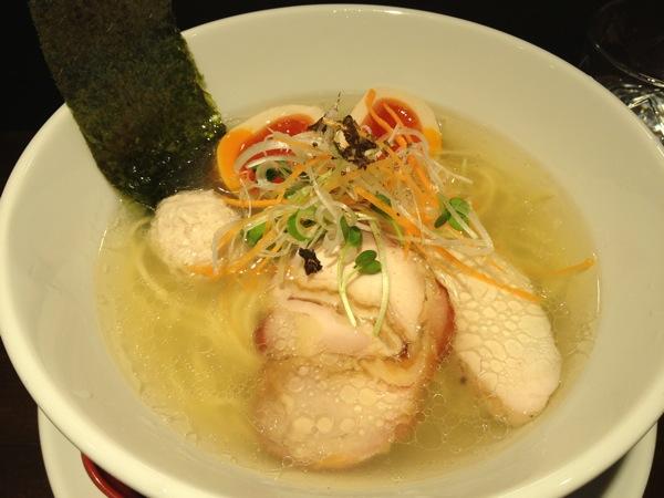 横浜市営地下鉄ブルーライン「吉野町」の激ウマラーメン『鶏喰 Trick(トリック)』は塩ラーメンも旨かった!