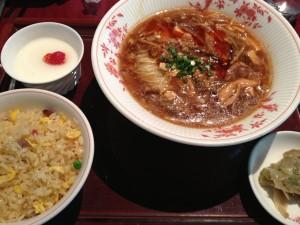 羽田空港国内線第2ターミナル4F「赤坂璃宮」の期間限定「酸辣湯麺」が旨かった