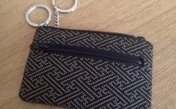 日本の美しい革工芸品「印伝」製品は新卒や外人のプレゼントにいいかもね