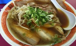【奈良食べ歩き⑤】地元に愛されている感満載のラーメン屋「豚菜館」はチャーシューたっぷりで安定の美味さ